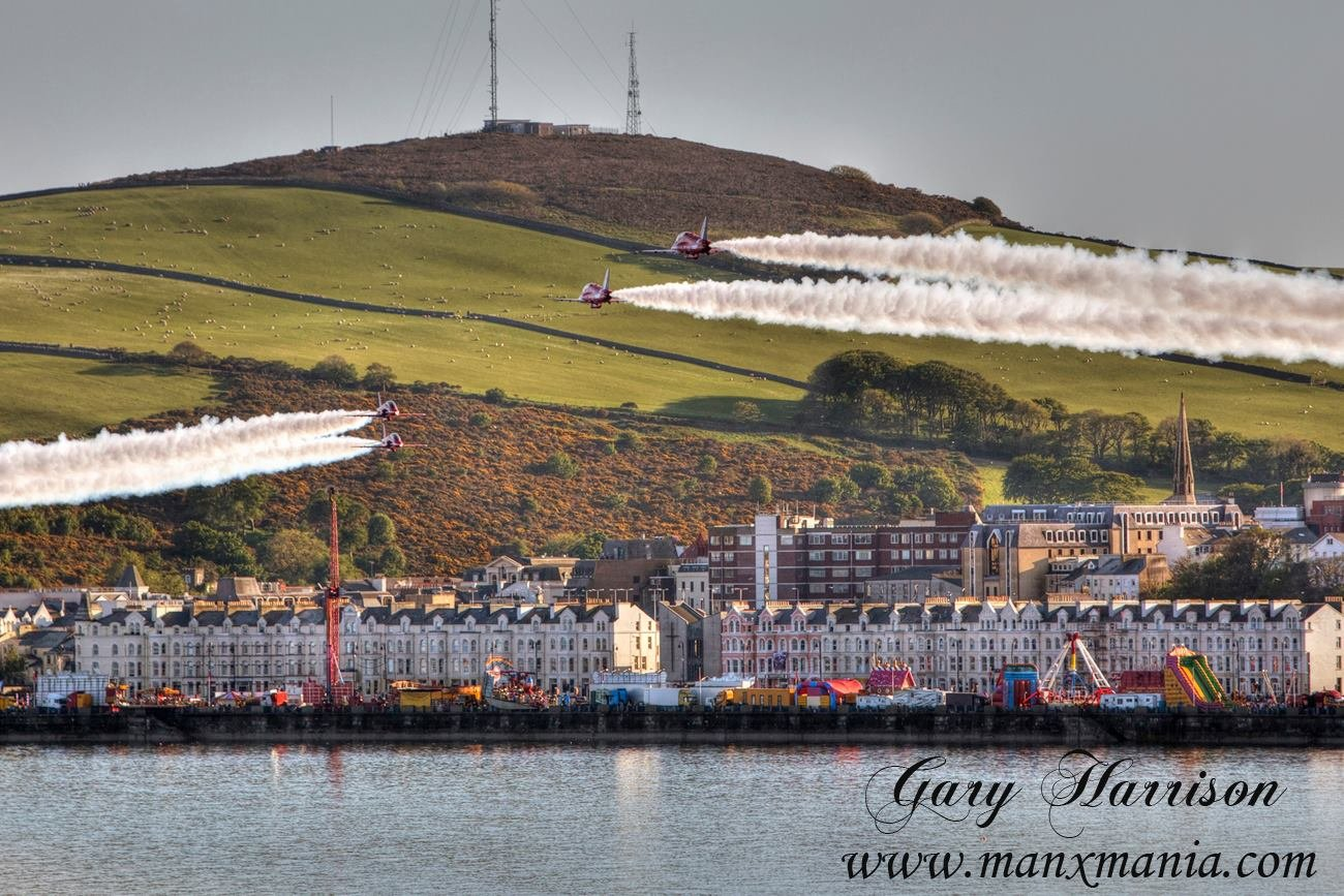 Red-Arrows-over-Douglas